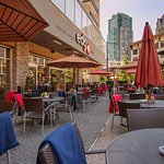 The Edge Social Grille & Lounge