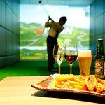 シミュレーションゴルフと軽食・ドリンクのセットプランもございます。