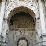 detalle de la entrada del castillo