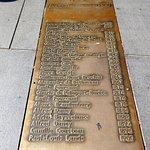 Plaque en bronze incrustée sur la Place Pey-Berland, tous les maires de la ville de Bordeaux au 19e et 20e siècle.