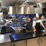 Cucina a vista gigantesca Gennaro cuoco in sala