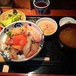 味噌汁は蟹から出汁をとっています