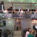 Fotografia lokality Re:Fresh Restaurant & Music Club