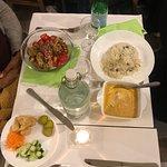 eat green poké & poulet shahi korma  .