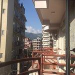 Sieht aus wie Wolken, doch es ist der Annapurna South (Blick vom Balkon)