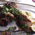 Carne de cabra asada