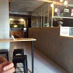 interior, barra y algunas mesas