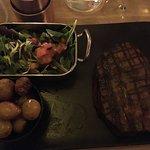 Bife Ancho - Noix d'entrecôte avec pommes de terre rattes et salade. Un régale. Il parait que la