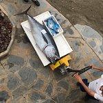 Producto de mercado de gran calidad. Vimos el atún llegar y no pudimos resistirnos. A la brasa poco hecho espectacular. Nooooveeeee!!!