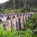 Foto de Demodara Nine Arch Bridge