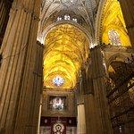 Très belle visite de la cathédrale lors de la semaine sainte, il a fallu beaucoup de patience pour y accéder malgré les réservations faites. Très intéressant. En revanche, j'aurais souhaité un meilleur accueil (manque de signalisation)