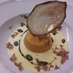 Flan di zucca su fonduta di fontina d'alpeggio, cialda di melanzana, olio e semi di zucca, tartufo bianco istriano