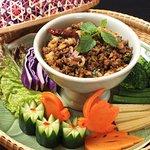 ラープクワ  <タイ北部式豚肉のスパイシーグリルサラダ>    北部秘伝のドライハーブをブレンドし炒めて香りを出します。生野菜とご一緒に。