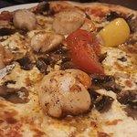 Pizza coquilles Saint Jacques. Produits d'excellente qualité utilisés. Cette pizza est excellent