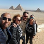 davanti le  piramidi
