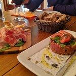 Tartar y tabla de embutidos italianos