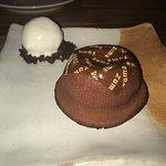 Flan al cioccolato con gelato al cocco