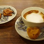Coffee with honeycomb and florentines