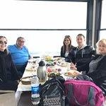 23 Nisan tatilini Sapanca Olimpia restoranda geçirdik Önce nefis bir sarpma sabah kahvaltısı yaptık Sofrada yok yoktu Akşamüstü de ikindi rakısı ve akşam yemeği Gölün üzerindeki iskelede kurulu restoran çok keyifli Güzel bir gün geçirdik teşekkürler