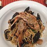 Spaghetti alla scogliera, tagliata di tonno, tiramisù fatto in casa