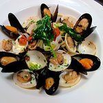 LINGUINE MUSSELS AND CLAMS