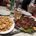 Fiorentina con patate della nonna e vino della casa