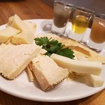 Misto di formaggi Sardi con composte di frutta e miele