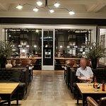 Breakfast room & Bar