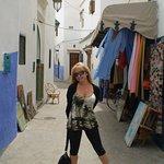 en una callejuela de la Medina de Asilah
