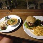 صورة فوتوغرافية لـ Zephyr Restaurant & Bar