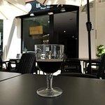 Nuestra cerveza Negra (American Stout) en la terraza es todo un lujo