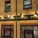 Фотография Custom House Pub