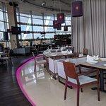 2 этаж, где ресторан, днем превращается в обеденный зал