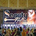 Kelengkapan modern standard layar besar LED di Diamond Ballroom melengkapi acara Eight Beauty Fest tahun ini berlangsung dari 27 – 28 April 2019.