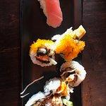 Ebi tempura maki, california maki en tonijn nigiri
