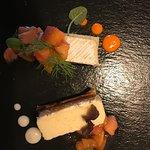 Die Vollendung des Brie mit Aprikosensalat