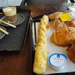 cafés e os pães salgados e doces.