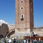 Castello di Romeo, cortile interno e torre