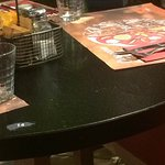 Table sale avec miettes
