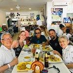 Aquí en el gran restaurante El Capitán Mandy con mis amigos de Bopgotá y Canadá.
