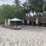 öffentlicher Beach man beachte ungleiche Möblierung