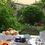 desayunando en jardin