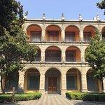 Frida Kahlo asistió a la Escuela Nacional Preparatoria ubicada en el Antiguo Palacio de San Ildefonso