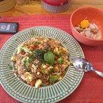 Almoço executivo com entrada de Ceviche e prato principal Chaufa.