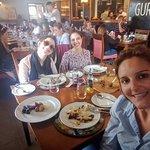 Eu como guia de turismo, com as clientes de Porto Alegre, Raquel e Elisa (20 anos mais novas do