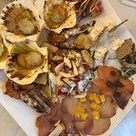 Antipasto di mare. Capesante tartare e Baccalà molto buone.