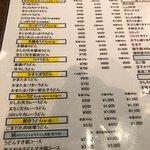 今日はしっかりとお昼を食べたいと思って、同僚を誘って梅田へ。 プラプラしたあげく、うどんを食べよう!という事になり検索してこちらのお店へ。 有名店ですが、ど平日の今日は店内へはすぐにいけました!  やっぱり大阪ならき醤油うどんでしょという事で、冷やしのき醤油うどん、かしわ天と半熟卵天を頼んで待つ事3分。 かなり早い提供でした。 コシがしっかりあって、ほかの口コミにもあったように、かなり讃岐に近いと感じました!  カレーうどんの匂いがずっとしていて、今度はそっちを食べようと思いました。笑  またすぐ行きます。 ご馳走さまでした!