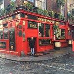 Temple Bar em Dublin !!Região muito gostosa cheia de pubs !! Fantástico .