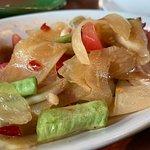 ภาพถ่ายของ ขนมจีน ต้นก้ามปู