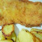 pesce impanato fritto con patate